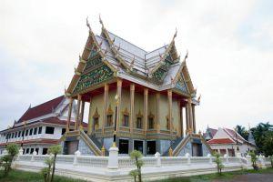 Wat-Phai-Lom-Chanthaburi-Thailand-004.jpg