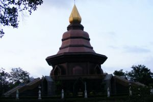 Wat-Phai-Lom-Chanthaburi-Thailand-005.jpg