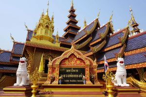 Wat-Phiphat-Mongkhon-Sukhothai-Thailand-02.jpg