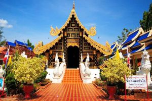Wat-Phiphat-Mongkhon-Sukhothai-Thailand-03.jpg
