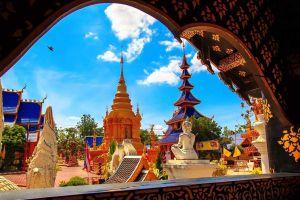 Wat-Phiphat-Mongkhon-Sukhothai-Thailand-04.jpg