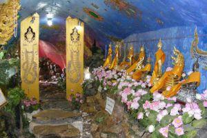 Wat-Pho-Chai-Nongkhai-Thailand-002.jpg