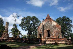 Wat-Pho-Prathap-Chang-Phichit-Thailand-01.jpg