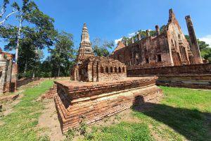 Wat-Pho-Prathap-Chang-Phichit-Thailand-03.jpg