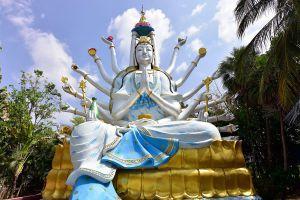 Wat-Phothisat-Banphot-Nimit-Kanchanaburi-Thailand-03.jpg