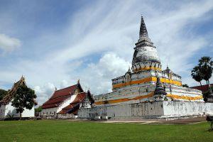 Wat-Phra-Borom-That-Thung-Yang-Uttaradit-Thailand-01.jpg