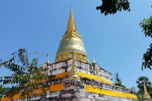 Wat-Phra-Borom-That-Thung-Yang-Uttaradit-Thailand-02.jpg