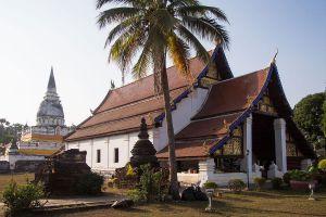 Wat-Phra-Borom-That-Thung-Yang-Uttaradit-Thailand-03.jpg