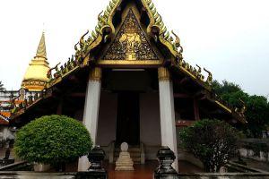 Wat-Phra-Borom-That-Thung-Yang-Uttaradit-Thailand-04.jpg