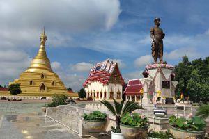 Wat-Phra-Borommathat-Chediyaram-Kamphaengphet-Thailand-02.jpg