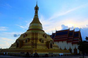 Wat-Phra-Borommathat-Chediyaram-Kamphaengphet-Thailand-05.jpg