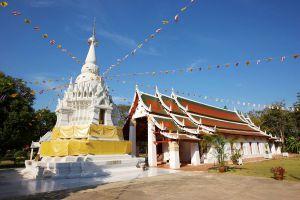 Wat-Phra-Borommathat-Worawihan-Chainat-Thailand-01.jpg