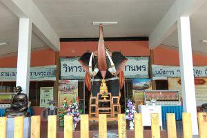 Wat-Phra-Borommathat-Worawihan-Chainat-Thailand-02.jpg