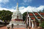 Wat-Phra-Borommathat-Worawihan-Chainat-Thailand-04.jpg