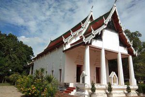 Wat-Phra-Borommathat-Worawihan-Chainat-Thailand-06.jpg