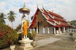 Wat-Phra-Kaeo-Don-Tao-Lampang-Thailand-001.jpg