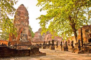 Wat-Phra-Mahathat-Ayutthaya-Thailand-005.jpg