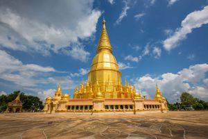 Wat-Phra-Phutthabat-Huai-Tom-Lamphun-Thailand-01.jpg