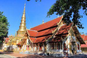 Wat-Phra-Phutthabat-Huai-Tom-Lamphun-Thailand-05.jpg