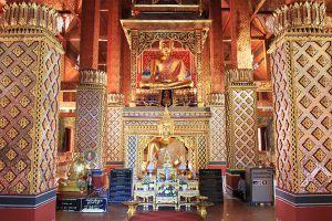 Wat-Phra-Phutthabat-Huai-Tom-Lamphun-Thailand-06.jpg