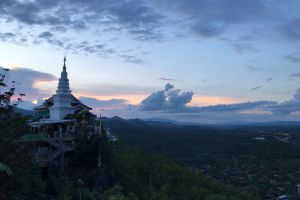 Wat-Phra-Phutthabat-Pha-Nam-Lamphun-Thailand-03.jpg