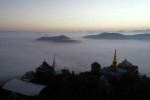 Wat-Phra-Phutthabat-Pha-Nam-Lamphun-Thailand-05.jpg
