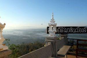 Wat-Phra-Phutthabat-Pha-Nam-Lamphun-Thailand-06.jpg