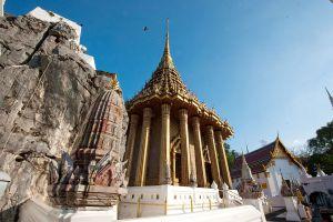 Wat-Phra-Phutthabat-Saraburi-Thailand-01.jpg