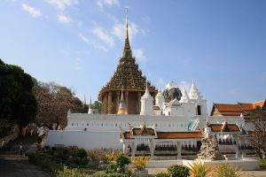 Wat-Phra-Phutthabat-Saraburi-Thailand-02.jpg