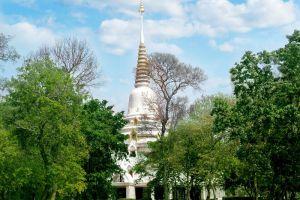 Wat-Phra-Phutthabat-Yasothon-Thailand-001.jpg