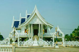 Wat-Phra-Phutthabat-Yasothon-Thailand-002.jpg