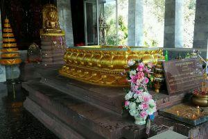 Wat-Phra-Phutthabat-Yasothon-Thailand-003.jpg