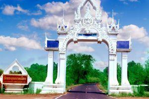 Wat-Phra-Phutthabat-Yasothon-Thailand-005.jpg