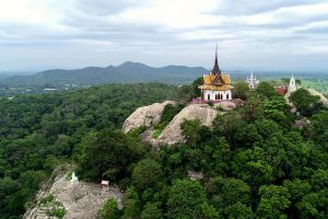 Wat-Phra-Phutthachai-Saraburi-Thailand-04.jpg