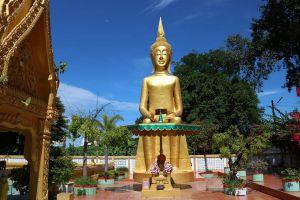 Wat-Phra-Prang-Muni-Sing-Buri-Thailand-02.jpg