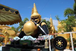 Wat-Phra-Prang-Muni-Sing-Buri-Thailand-04.jpg