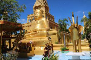 Wat-Phra-Prang-Muni-Sing-Buri-Thailand-05.jpg
