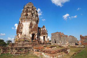 Wat-Phra-Si-Rattana-Mahathat-Lopburi-Thailand-01.jpg
