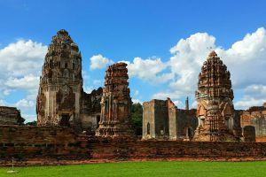 Wat-Phra-Si-Rattana-Mahathat-Lopburi-Thailand-02.jpg