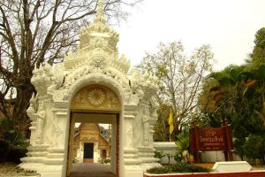 Wat-Phra-Sing-Chiang-Rai-Thailand-004.jpg