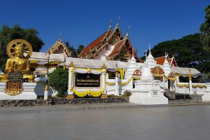 Wat-Phra-Thaen-Si-La-At-Uttaradit-Thailand-01.jpg