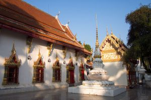 Wat-Phra-Thaen-Si-La-At-Uttaradit-Thailand-02.jpg
