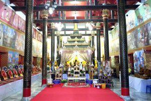 Wat-Phra-Thaen-Si-La-At-Uttaradit-Thailand-03.jpg