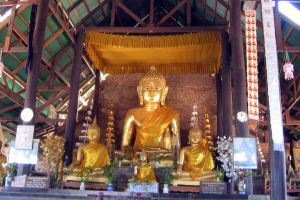 Wat-Phra-That-Chom-Kitti-Chiang-Rai-Thailand-03.jpg