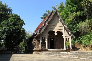 Wat-Phra-That-Doi-Pu-Khao-Chiang-Rai-Thailand-02.jpg