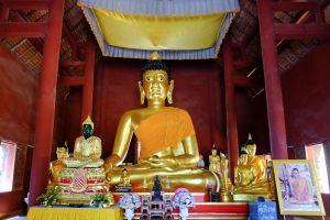 Wat-Phra-That-Doi-Pu-Khao-Chiang-Rai-Thailand-06.jpg