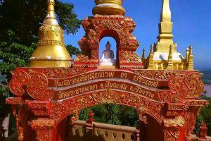 Wat-Phra-That-Pha-Ngao-Chiang-Rai-Thailand-02.jpg