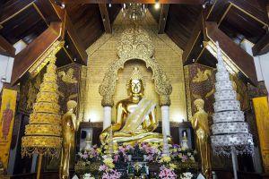 Wat-Phra-That-Pha-Ngao-Chiang-Rai-Thailand-04.jpg