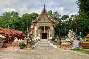 Wat-Phra-That-Pha-Ngao-Chiang-Rai-Thailand-05.jpg