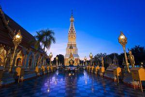 Wat-Phra-That-Phanom-Nakhon-Phanom-Thailand-01.jpg
